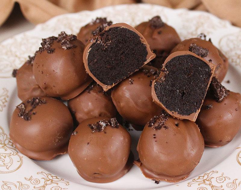 كرات الأوريو مغلفة بالشوكولاتة