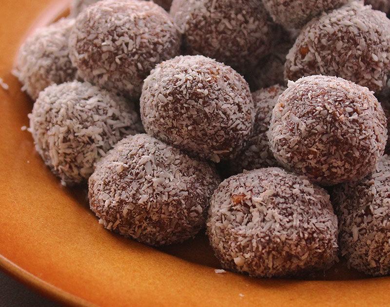 كرات جوز الهند بالشوكولاتة والدايجيستيف