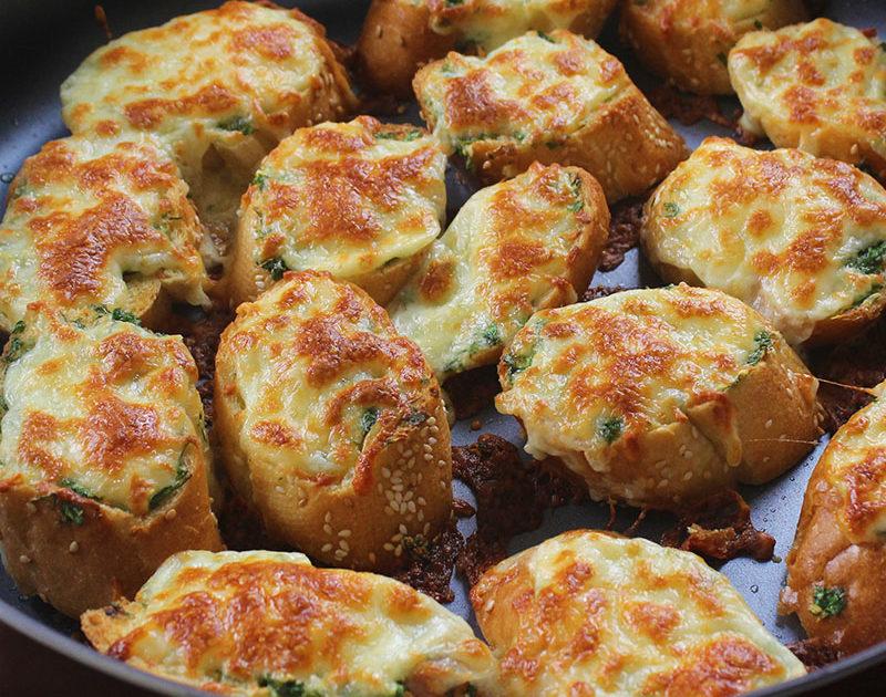 خبز الثوم والجبنة