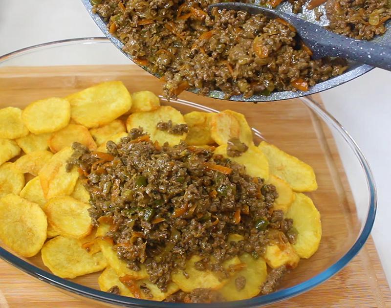 صينية البطاطس باللحم المفروم